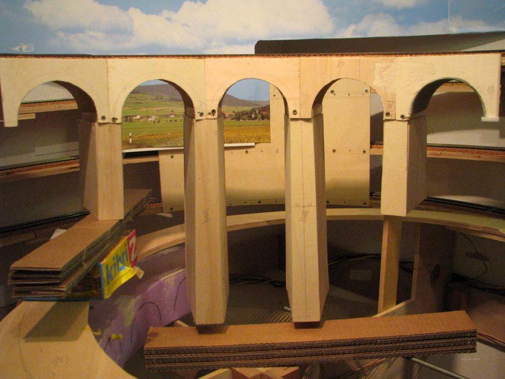 Viadukt Rohbau mit Pfeilern